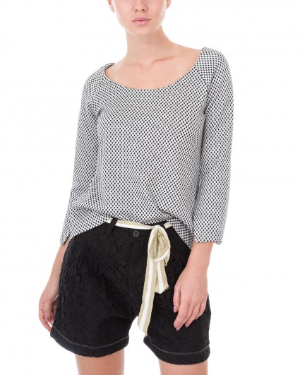 The blouse is female 3144/7