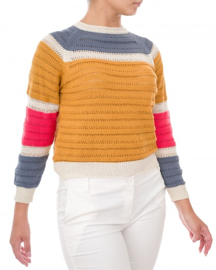 The jumper is female 00025400004/9
