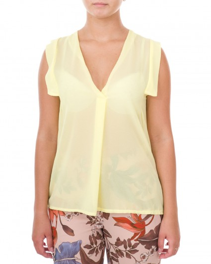 The blouse is female 0038204004/7