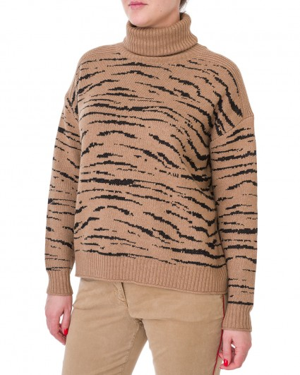 The sweater is female 81870-8397-99001/19-20-2