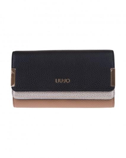 The wallet is female N69038-E0033-B3560/19-20