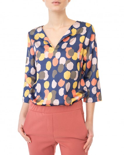 The blouse is female 2011326/20