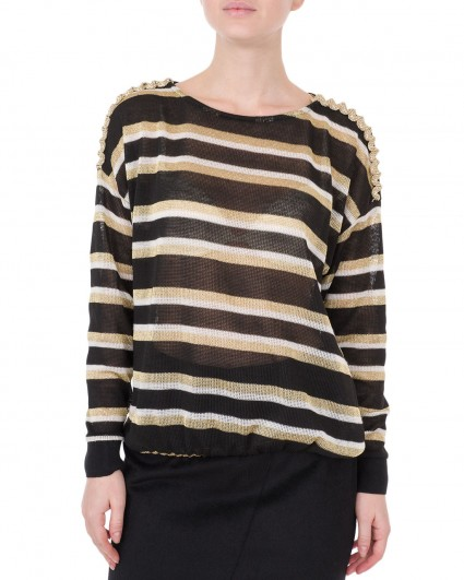 The jumper is female 00003074/6-7